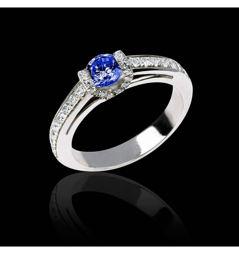 Verlobungsring mit blauem Saphir in Weissgold Hera
