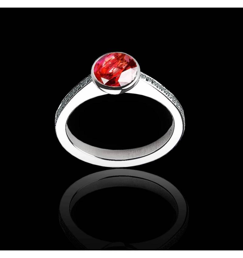 Verlobungsring mit rundem Rubin in Weissgold Moon