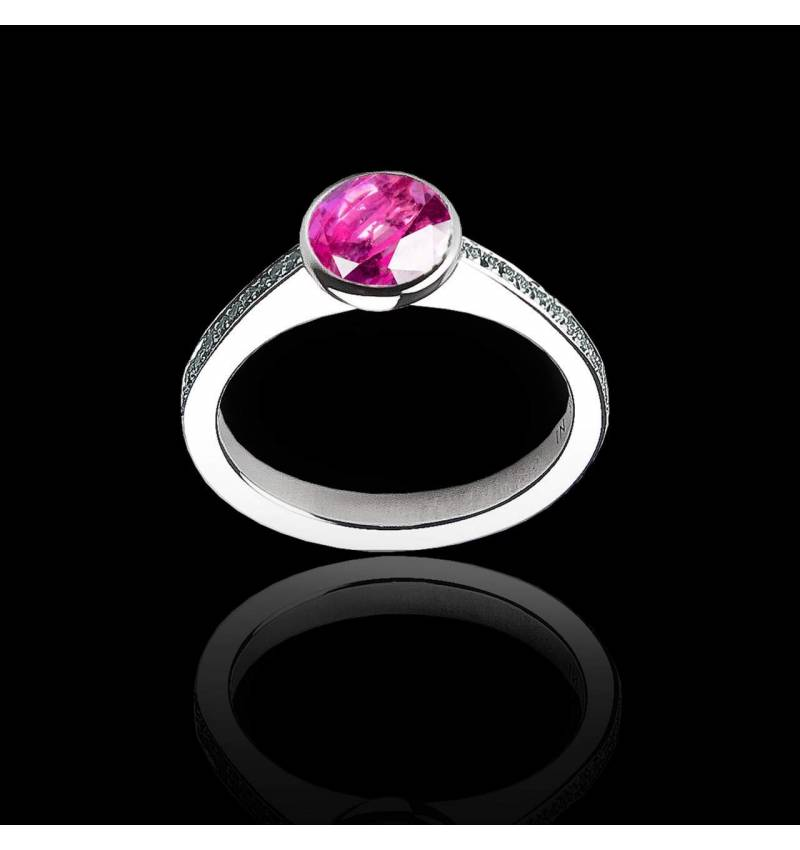 Verlobungsring mit rundem, rosa Saphir in Weissgold Moon