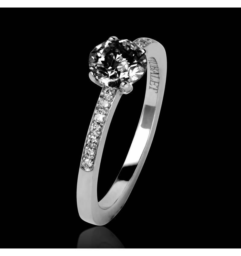 Verlobungsring mit schwarzem Diamant in Weissgold Judith