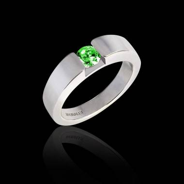 Verlobungsring mit Smaragd in Weissgold Pyramide