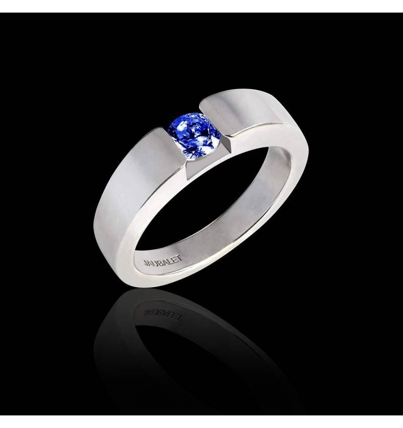Verlobungsring mit rundem, blauen Saphir in Weissgold Pyramide