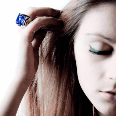 Blauer Saphirsolitärring in Weissgold Future Solo