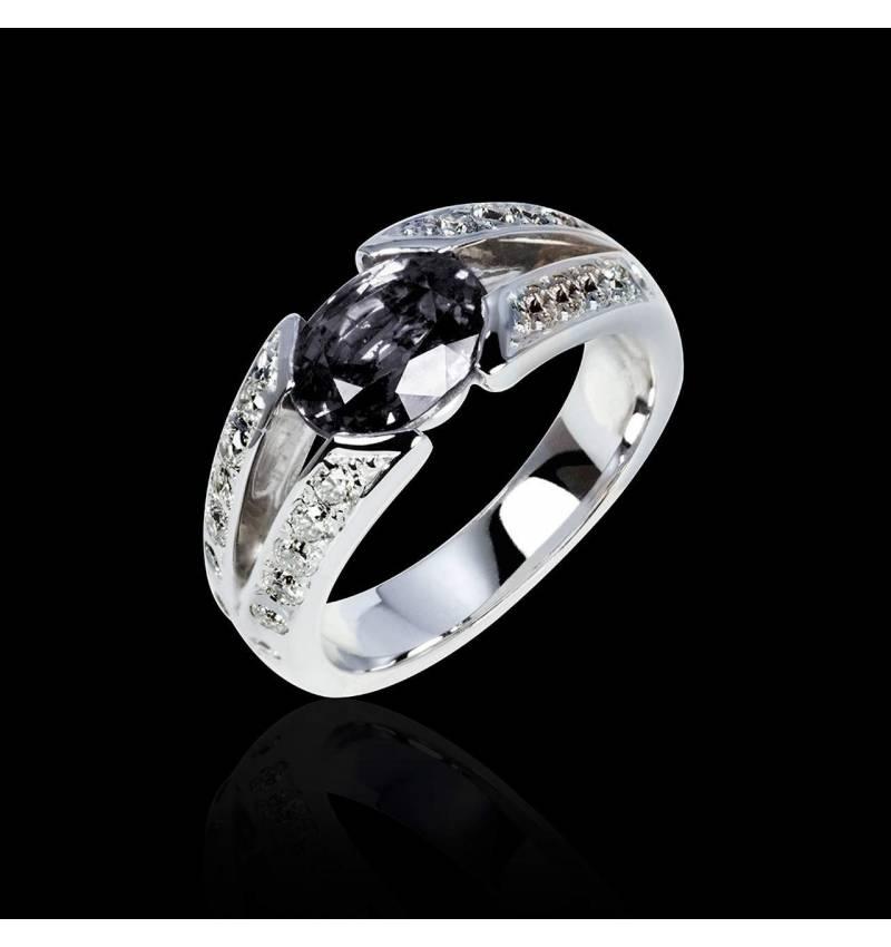 Verlobungsring mit schwarzem Diamant in Weissgold Isabelle