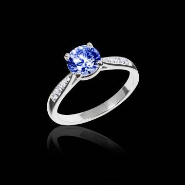 Verlobungsring mit blauem Saphir in Weissgold Angela