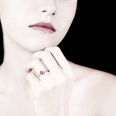 Ovaler, rosa Saphirsolitärring in Weissgold Moon Solo
