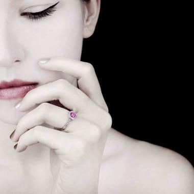 Verlobungsring mit rosa Saphir in Weissgold Rekha