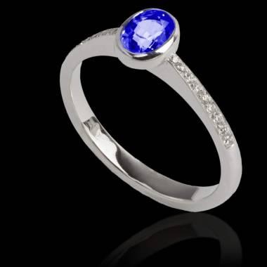 Ovaler, blauer Saphirring Moon