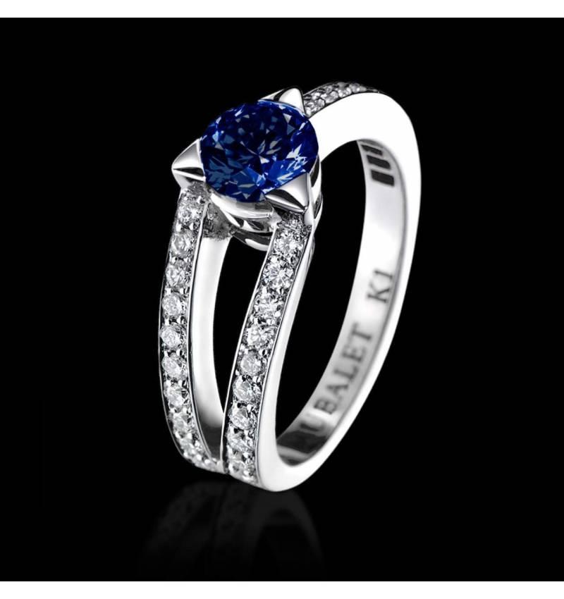 Verlobungsring mit blauem Saphir in Weissgold Plena Luna
