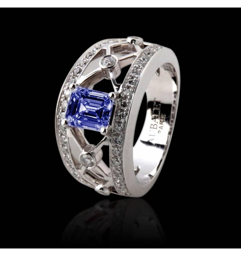 Blauer Saphirring in Smaragdschliff und Weissgold Regina Suprema