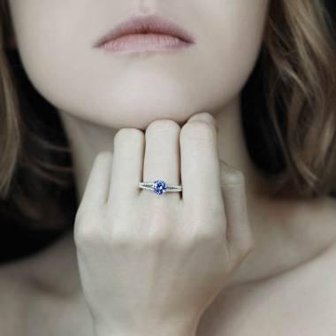 Verlobungsring mit blauem Saphir Marie
