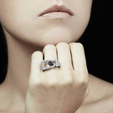 Bague diamant noir Romanesque