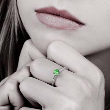 Verlobungsring mit Smaragd in Weissgold Elodie