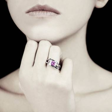 Runder, rosa Saphirsolitärring in Weissgold Future Solo