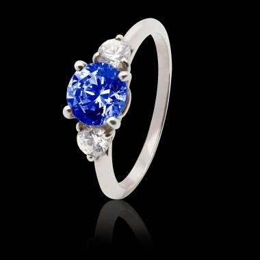 Verlobungsring mit blauem Saphir in Weissgold Nayla