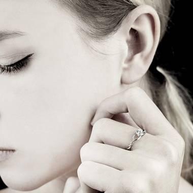 Verlobungsring mit Diamant in Weissgold Vigne